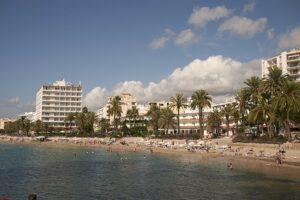 figueretas-ibiza-winkels-strand-bezienswaardigheden-hotel