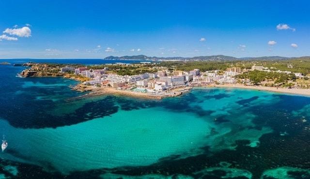 santa-eulalia-ibiza-strand-hotel-wat-doen