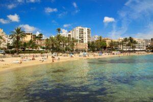 figueretas-ibiza-strand-bezienswaardigheden-winkels