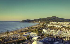 playa-dén-bossa-ibiza-vakantie-informatie-boeken