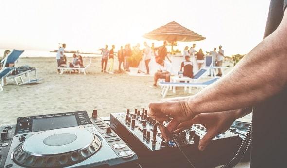 playa-d-en-bossa-ibiza-uitgaan-vakantie-jongeren