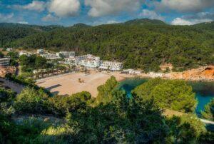 puerto-de-san-miguel-plaatsen-ibiza-strand-centrum