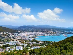 santa-eulalia-ibiza-vakantie-bezienswaardigheden-stranden
