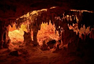 bezienswaardigheden-ibiza-wat-doen-grotten