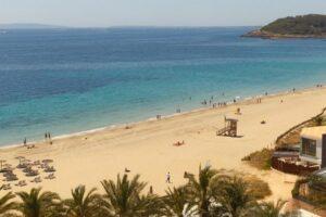 playa-d-en-bossa-ibiza-badplaats-strand-vakantie